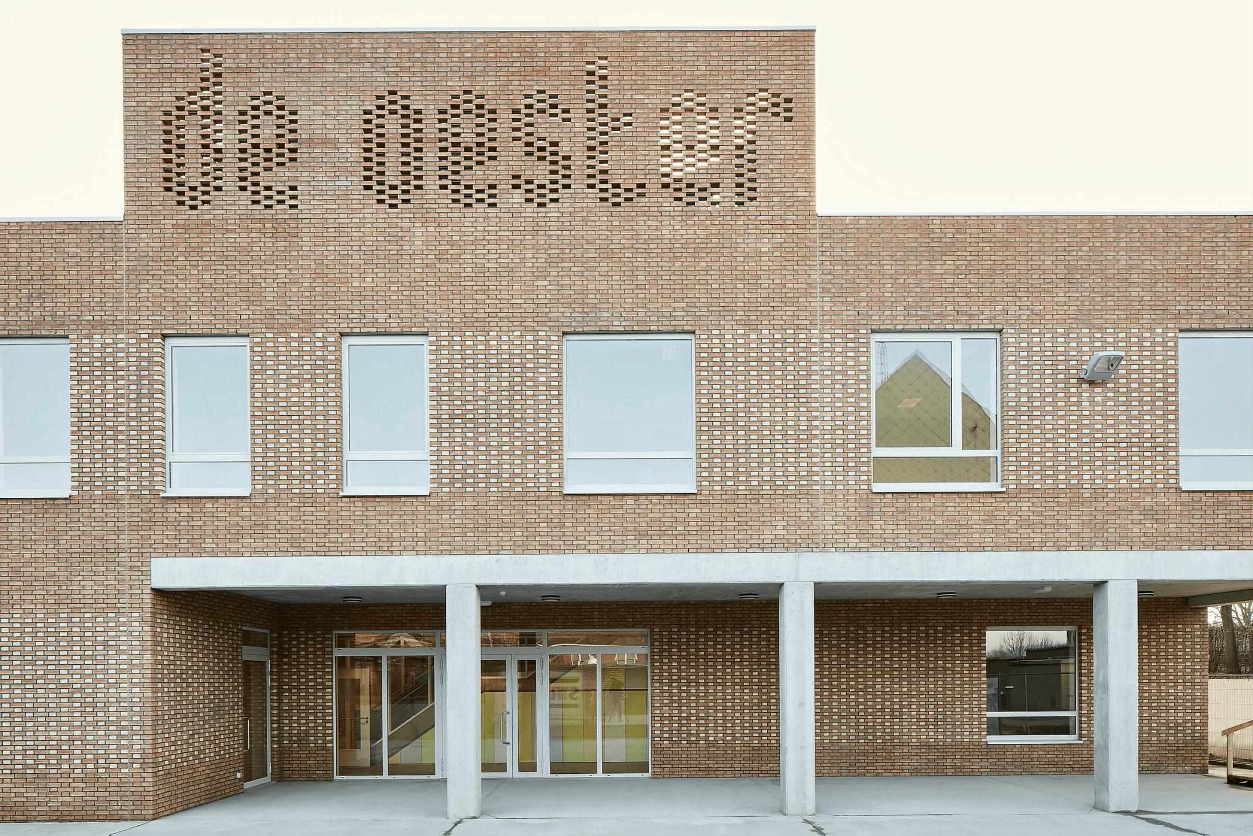 Sportbasisschool De Oester Gooik: Gevel